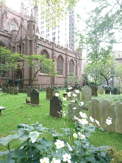Mitten in Manhattan , Trinity Church