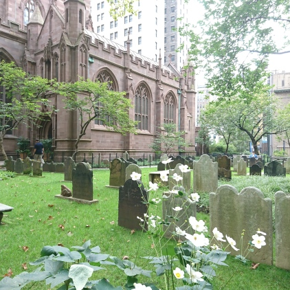 Mitten in Manhattan , Trinity Church